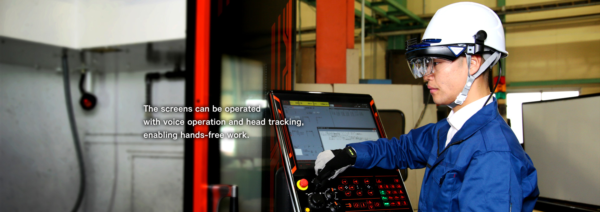 The screens can be operated with voice operation and head tracking,enabling hands-free work.